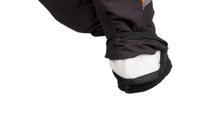 Integrated gaiters with boot lace hook to avoid sawdust in your boots