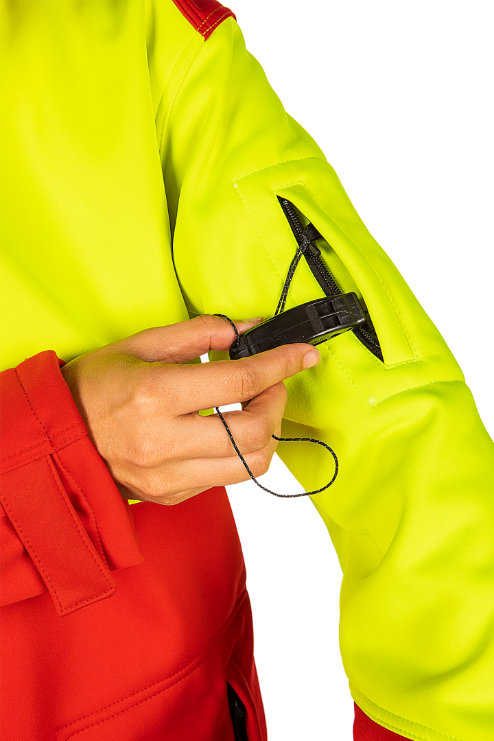 First alert arm pocket with emergency marine whistle to standard EN ISO 12402-8