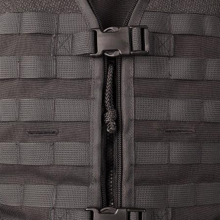 Zip closure with buckles