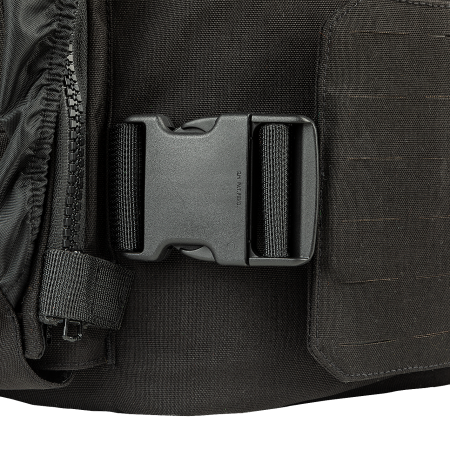 Side closures with buckles