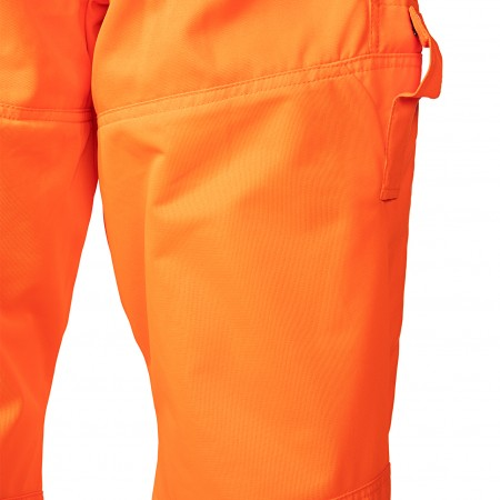 Large ventilation mesh on the back of the legs (100% polyester 140 g/m²)