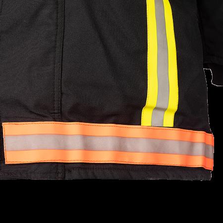 Vlam vertragend reflecterend en zeer zichtbaar strepen (50 mm) en afneembare tape onderaan het vest d.m.v. klittenband