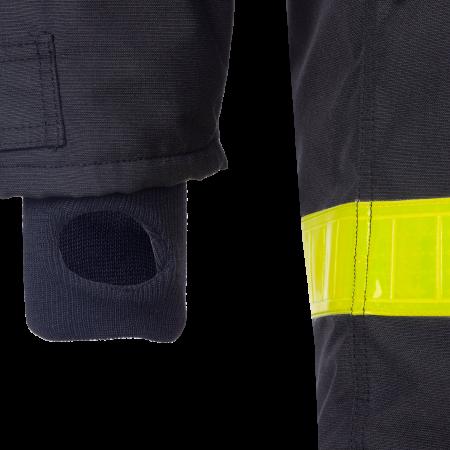 Manchette en tricot avec passe pouce à l'intérieur des manches