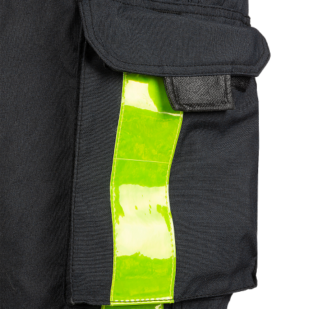 2 patched thigh pockets with flap with touch and close fastening and gusset