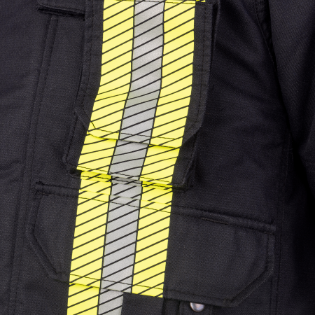 1 patched radio pocket with gusset, flap and touch and close fastening on the left chest.